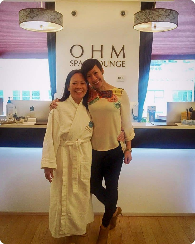 Happy Mother's Day to all the wonderful Moms all over the world!! ❤️🌎 Here's @moopykat with her Mama who came in yesterday for some Mother's Day pampering 💕 we are fully booked for this weekend, but if you need a last minute gift for the special woman in your life, you can buy Ohm Spa gift cards online and have a lovely PDF delivered directly to her inbox
